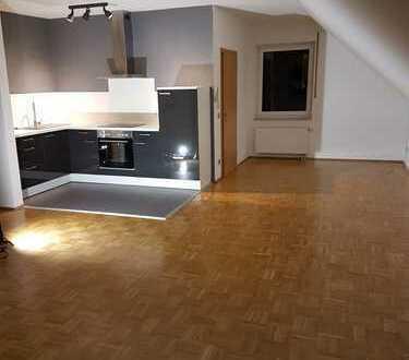 Gepflegte 2-Zimmer-DG-Wohnung mit Einbauküche in Gladbeck