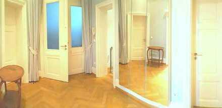 Stilvolle, modernisierte 4-Zimmer-EG-Wohnung mit Einbauküche in Frankfurt am Main