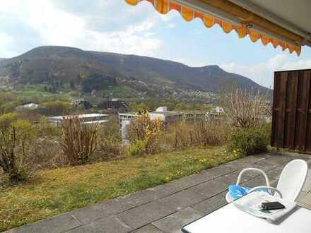 Vollständig renovierte 2-Zimmer-EG-Wohnung mit Terasse, Einbauküche in Bad Urach