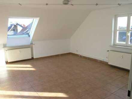 Maintal - perfekte 3,5-Zi-DG-Wohnung mit EBK; Erstbezug nach Sanierung
