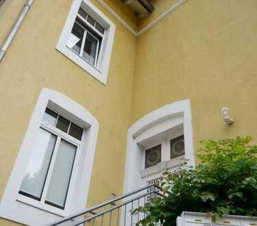 2-Raum-Wohnung mit Einbauküche in schöner Villa!