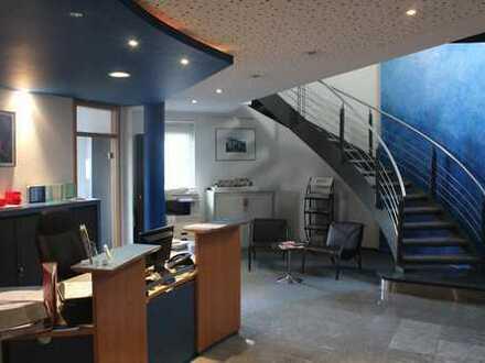 Moderne, helle Büroeinheit in repräsentativem Bankgebäude-