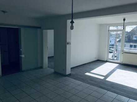 Schicke 2 Zimmerwohnung mit Balkon -komplett renoviert- in schöner Wohnlage!