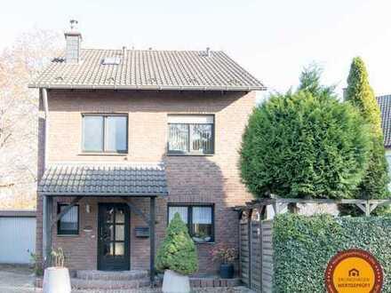 Gepflegtes, freistehendes Einfamilienhaus mit schönem Grundstück in ruhiger Lage von Langenfeld