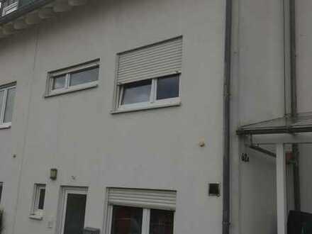 Schönes Haus mit fünf Zimmern in Mainz-Bingen (Kreis), Bodenheim