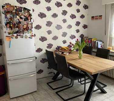 Gepflegte 4-Zimmer-Wohnung mit Balkon in Leverkusen