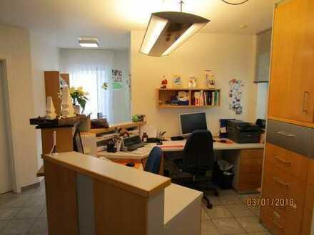 Büro/Praxisräume zu vermieten-ehemalige Allgemeinarztpraxis