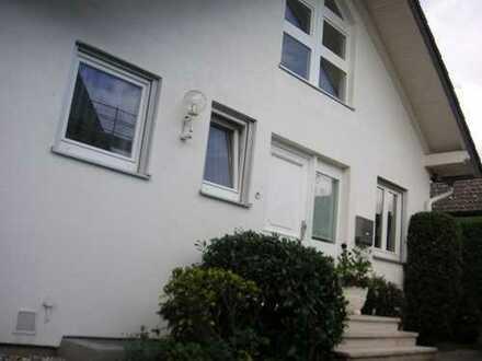 Freistehendes Einfamilienhaus/Villa mit Kamin nahe Wald+Golfplatz, 10 min. to Frankf.Int.Sch