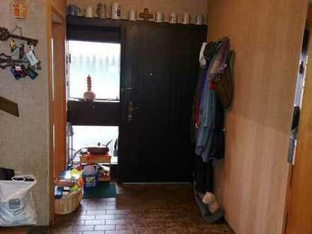 ***Freist. Einfamilienhaus mit Kamin & Garten***