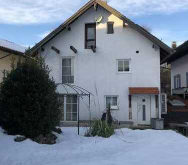 Mehrfamilienhaus mit sieben Zimmern in Traunstein (Kreis), Marquartstein