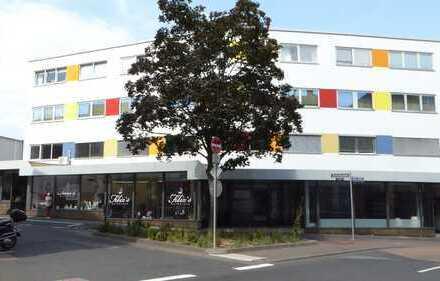 Helle 2 1/2-Zimmer-Wohnung mit Einbauküche im Stadtzentrum