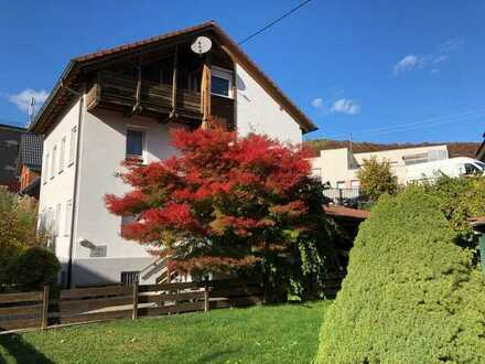 Wohnen auf 2 Etagen - Wohnung mit vier Zimmern sowie Balkon und EBK in Geislingen an der Steige
