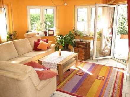 Gepflegte 3-Raum-Wohnung mit Balkon, Garage und Einbauküche in Bretten