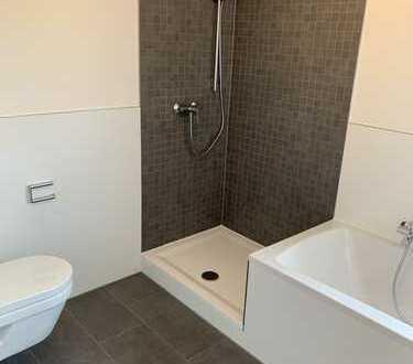 Helle 2 Zimmer Wohnung mit Balkon - komplett neu renoviert