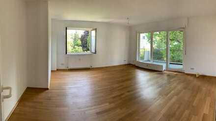Sanierte, helle Wohnung in Top-Lage mit LIFT, Garage, Gartennutzung & Balkon mit toller Aussicht !