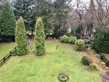 Sehr schönes, saniertes DG-Appartement mit herrlichem Gartenblick