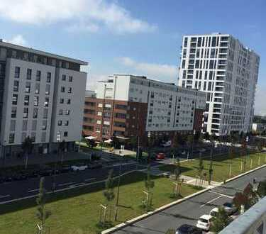 Schöne, neuwertige 3-Zimmer-Wohnung mit Balkon und Einbauküche in Europa-Allee Frankfurt