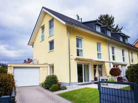 Schönes, geräumiges Haus mit vier Zimmern in Neu-Isenburg (naehe Sachsenhausen)