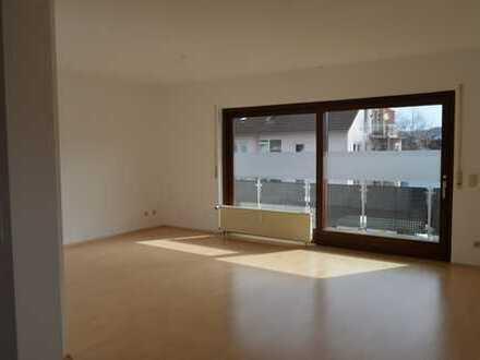 Sehr helle 4-Zimmer-Wohnung mit Balkon in Großostheim