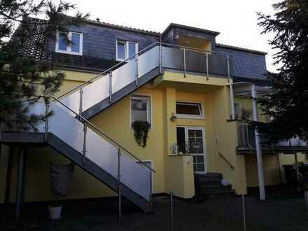 Schöne Single-Wohnung sucht ruhige, alleinstehende Nachmieterin ab ca. 35 Jahre