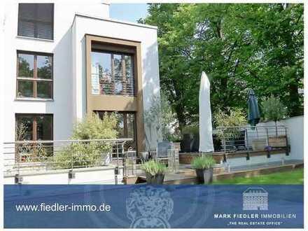 Moderne Doppelhaushälfte im kubischen Bauhaus-Stil