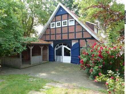 Fachwerk-Heuerhaus mit Nebengebäuden in absoluter Alleinlage!