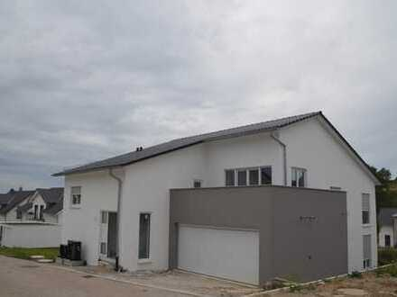 Erstbezug mit Terasse: ansprechende 4-Zimmer-Erdgeschosswohnung in Birkenfeld