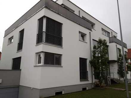 Gepflegte 3-Zimmer-Wohnung mit Terrasse und EBK in Metzingen