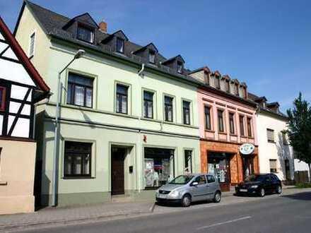 Schönes Wohn-/Gewerbeensemble mit Fachwerkhaus und großem Grundstück sowie eigenem Parkplatz