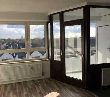 Vollständig renovierte 2,5-Zimmer-Wohnung mit Balkon in Krefeld Fischeln