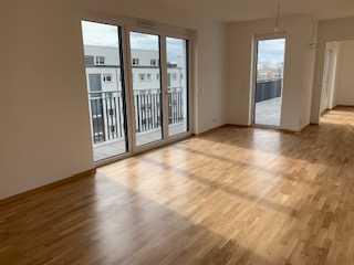 Große 3 Zimmere Wohnung in Neubau