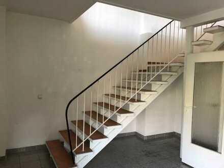 **Große 3,5 Zimmer-Wohnung mit Gäste WC zu vermieten! WG geeignet!**