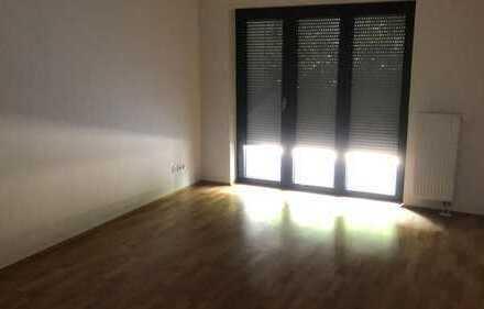 Exklusive, geräumige 2-Zimmer-Erdgeschosswohnung mit Balkon und EBK in Frankfurt am Main