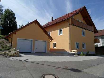 Sehr gut ausgestattete 5-Zimmer-Wohnung mit Balkon und Garten in Sinzing