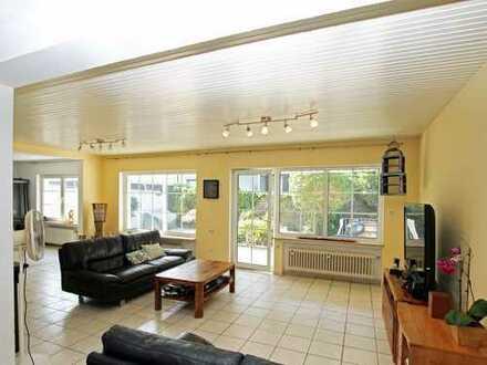 Großes, lichtdurchflutetes Haus mit offenen, großzügigen Wohnbereichen
