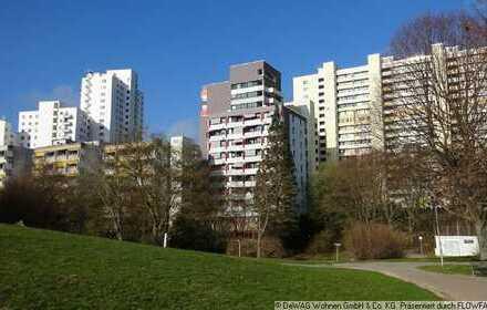 Frisch renovierte Seniorenwohnung in Leonberg am Park (M-71229-Ost46)