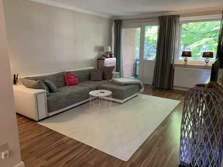 Weihnachtsangebot!!! Stilvolle, modernisierte 3-Zimmer-Hochparterre-Wohnung mit 2 Balkonen und EBK
