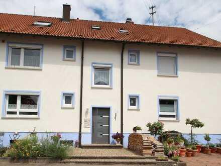 Hier können Sie sofort einziehen !! Schöne renovierte 3 1/2 Zimmer- Wohnung in ruhiger Wohnlage!