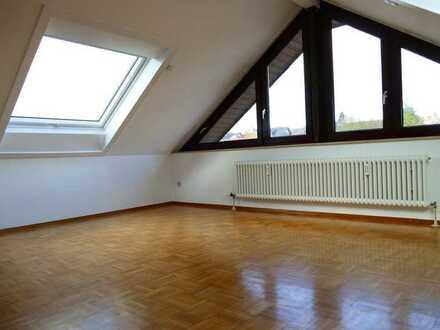 Großzügige 5,5-Zimmer-Maisonette-Wohnung im DG mit Balkon