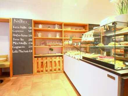 Modernes Café mit großem Schaufenster in der Bayreuther City!