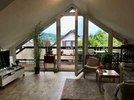 Coole Dachgeschosswohnung für NICHTRAUCHER mit drei Zimmern sowie Balkon und EBK in Weitramsdorf