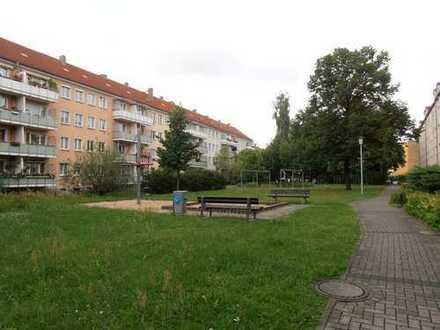 KAPITALANLAGE - vermietete 3 Zimmer DG-Wohnung mit Stellplatz