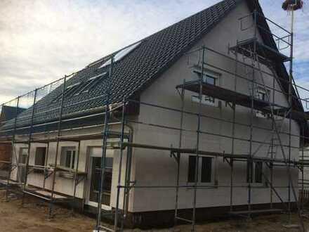 Neubau - Erstbezug - Wohnung - Doppelhaushälfte - mit Garten, Garage