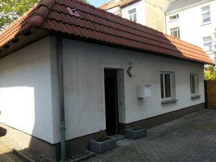 **Kleines Hinterhaus mit 2 Zimmern zu mieten**Wohnen in ruhiger und guter Lage**