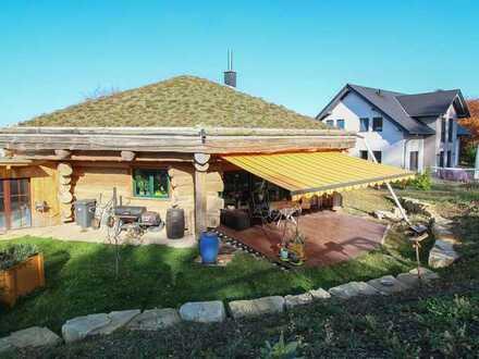 Natur pur in den eigenen vier Wänden - Naturstammhaus mit Gründach und einzigartigem Raumklima