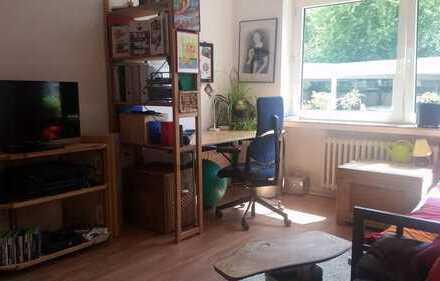 Möbliertes Zimmer in netter 3er WG zur Zwischenmiete, zentral