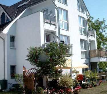 Sonnige Balkon- Maisonette-Wohnung mit zwei Bäder in Stadtvilla