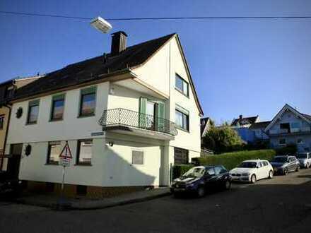 Großzügiges Einfamilienhaus mit zwei Doppelgaragen in zentraler Lage in Bruchsal