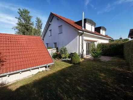 Doppelhaushälfte mit schönem Garten und Doppelgarage