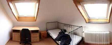 Helles DG-Zimmer für Studenten in FR-Zentrum (teilmöbliert)